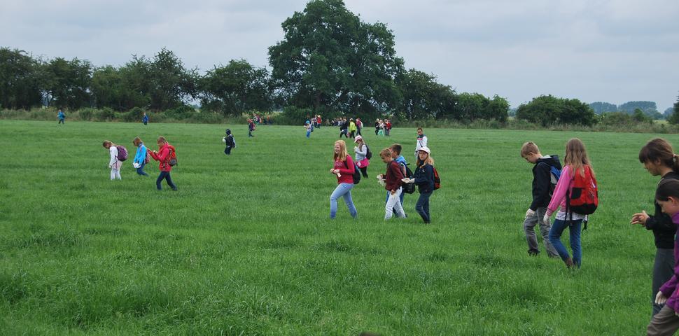 Kitzrettung mit Grundschülern und Jägern